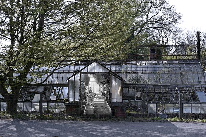 Serre historique du Jardin d'Agronomie Tropicale de Paris avec ses jardiniers